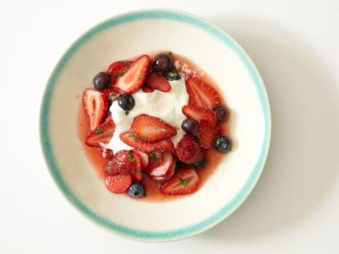 yogurt-fruit-bowl-600x450